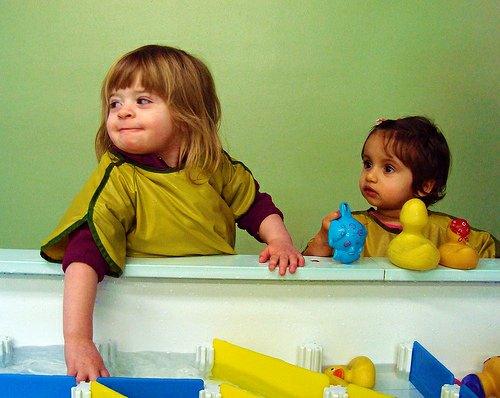 aisha services prestataire de services agr garde d enfants. Black Bedroom Furniture Sets. Home Design Ideas